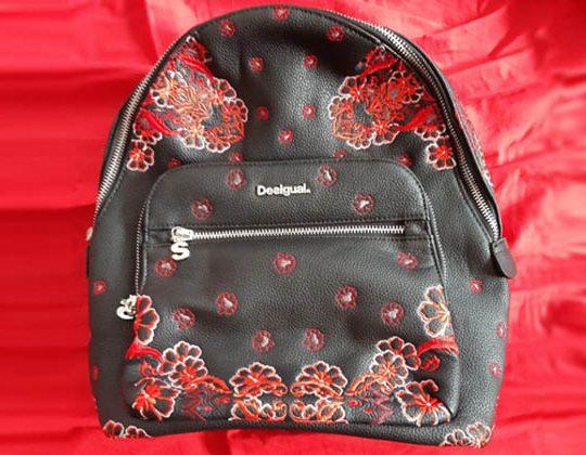 mochila pequeña de mujer Desigual